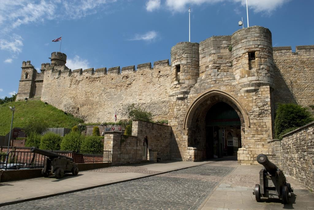 Lincoln Castle named as venue for poignant poppy display