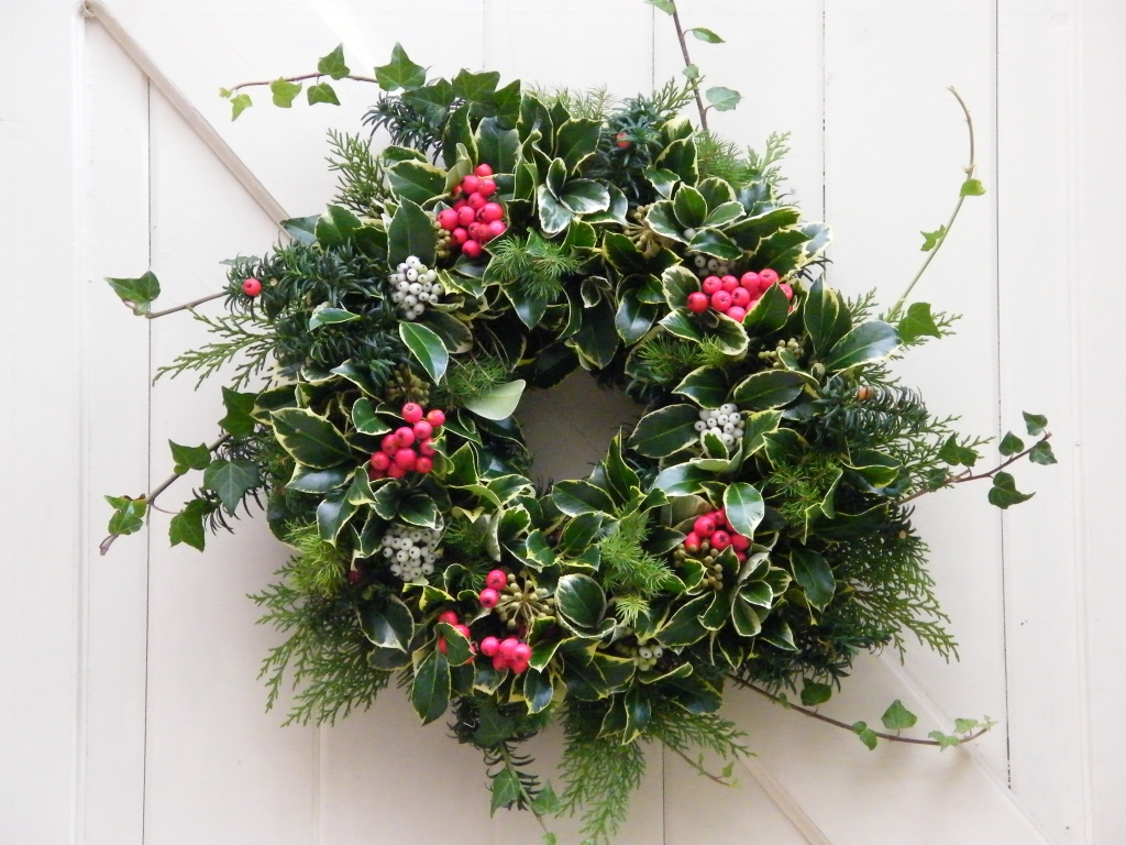 Make your own Christmas wreath at Hartsholme Country Park