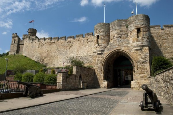 Lincoln Castle snubs major attractions to scoop national award