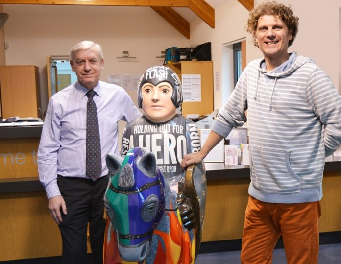 Lincs housebuilder donates Knight to honour late artist